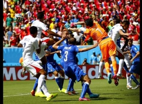 News video: Costa Rica Reach Knockout Stage of World Cup with 1-0 Victory Over Italy